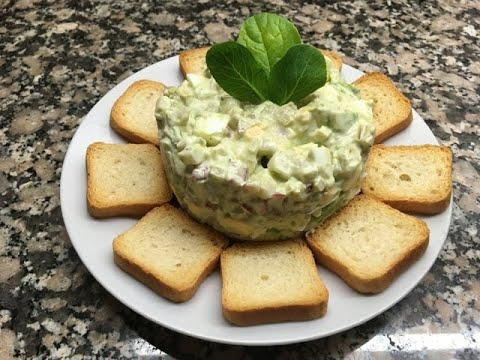 Праздничный салат с авокадо и яйцами/Salad with avocado and eggs.